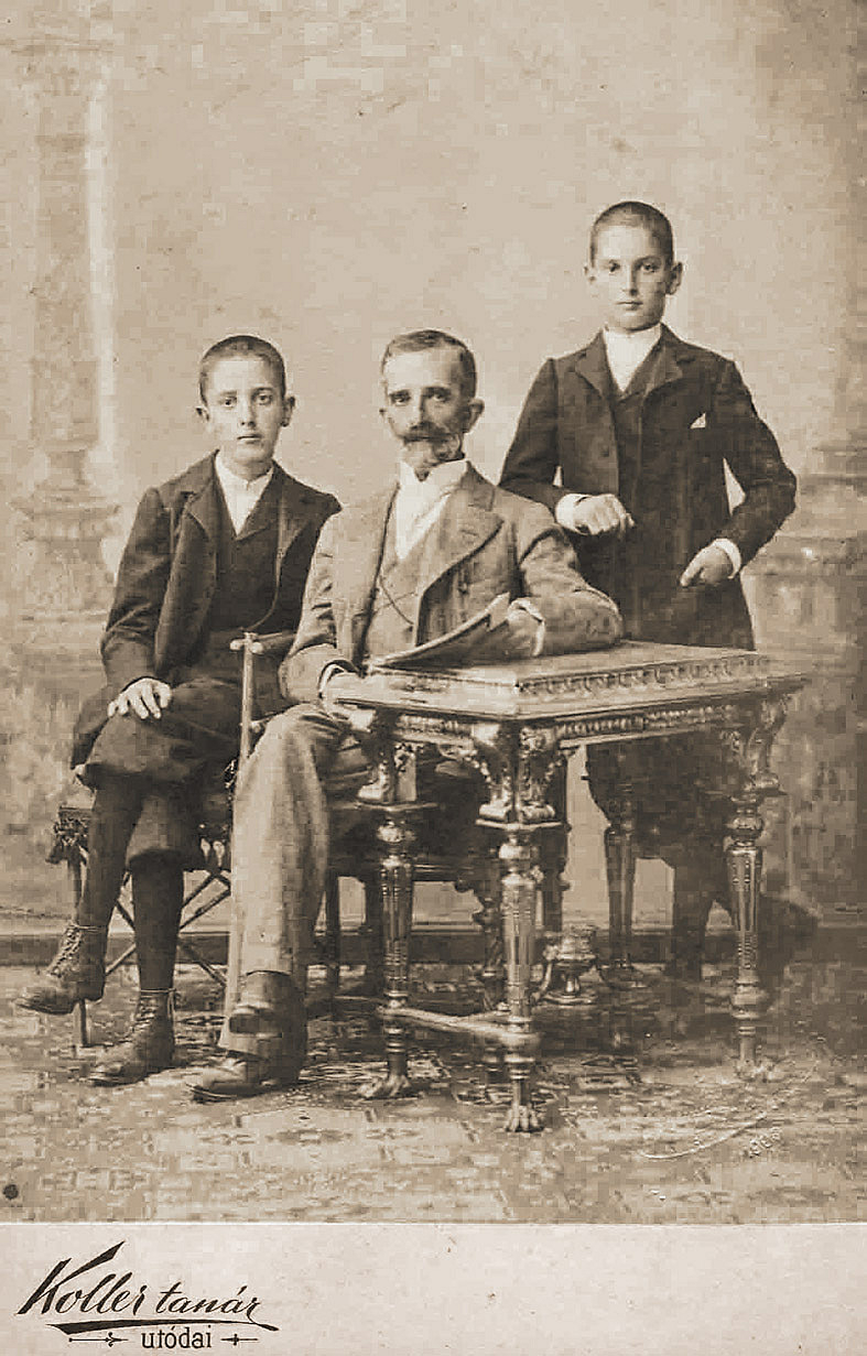 https://ahe-ro.s3.amazonaws.com/1334/mocioni_e2_80_93_o_familie_care_a_facut_istorie_pentru_romani_93648.jpg