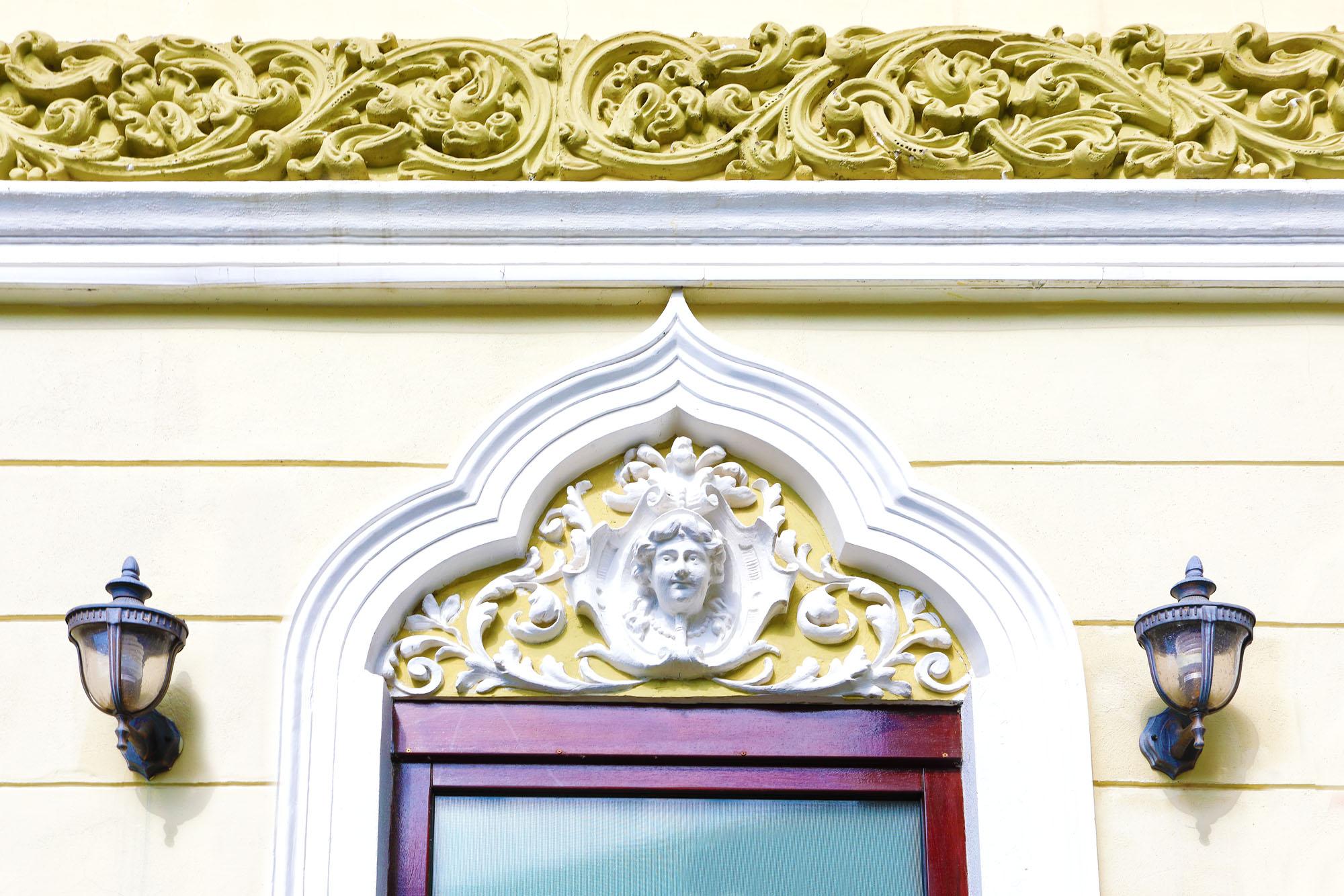 https://ahe-ro.s3.amazonaws.com/2852/casa_cu_ferestre_venetiene_1_.jpg