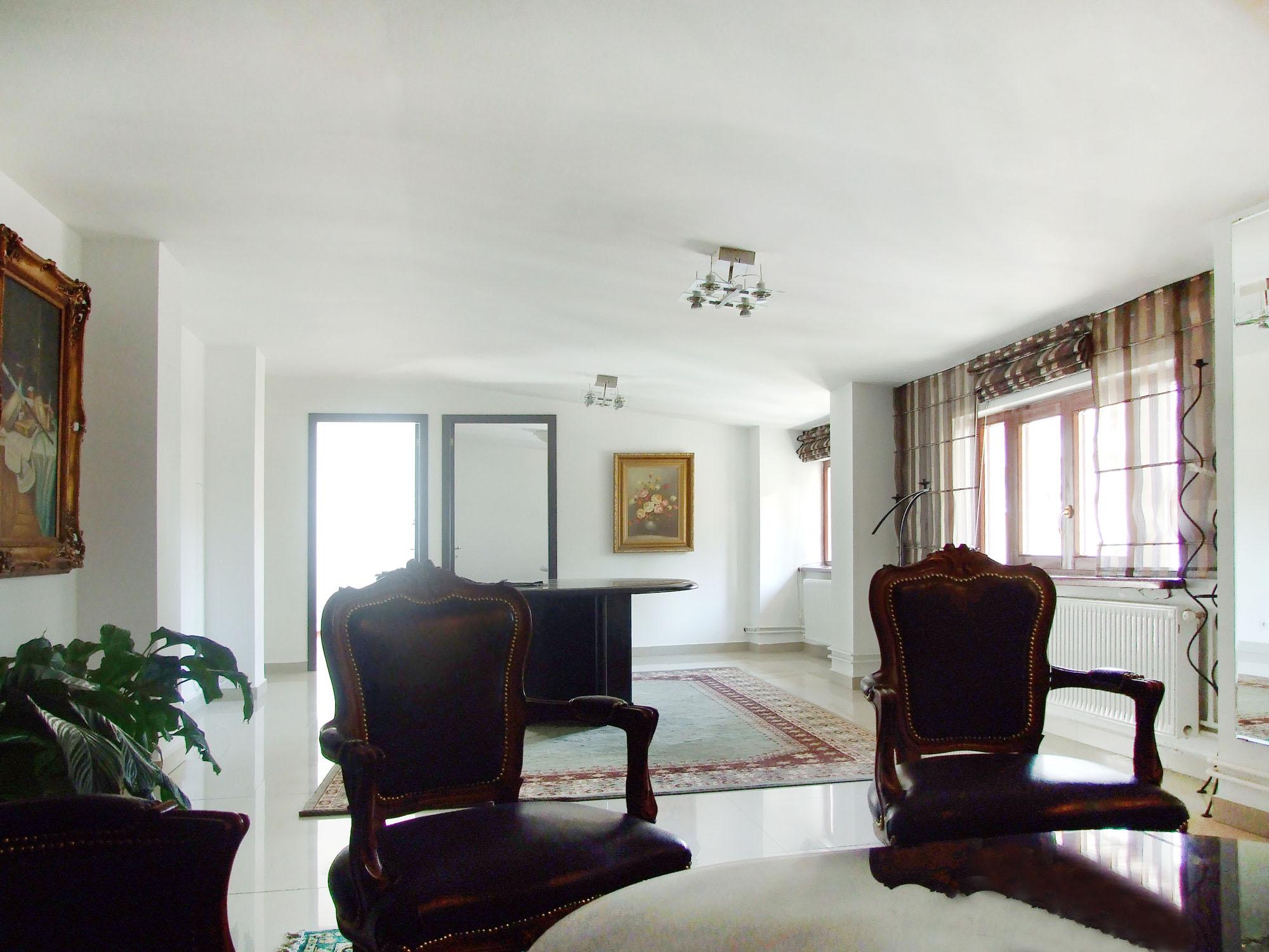 https://ahe-ro.s3.amazonaws.com/2854/casa_cu_ferestre_venetiene_2__1.jpg