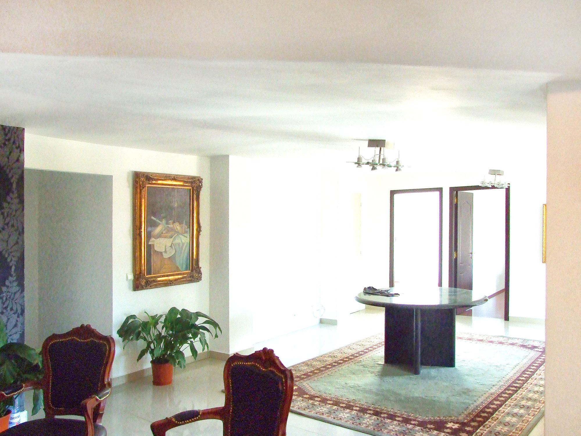 https://ahe-ro.s3.amazonaws.com/2858/casa_cu_ferestre_venetiene_9__1.jpg