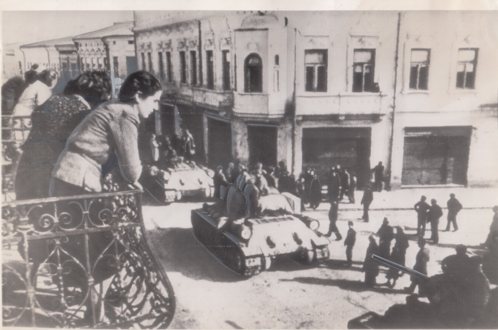 https://ahe-ro.s3.amazonaws.com/4498/Intrarea-trupelor-sovietice-in-Botosani.--1944.jpg