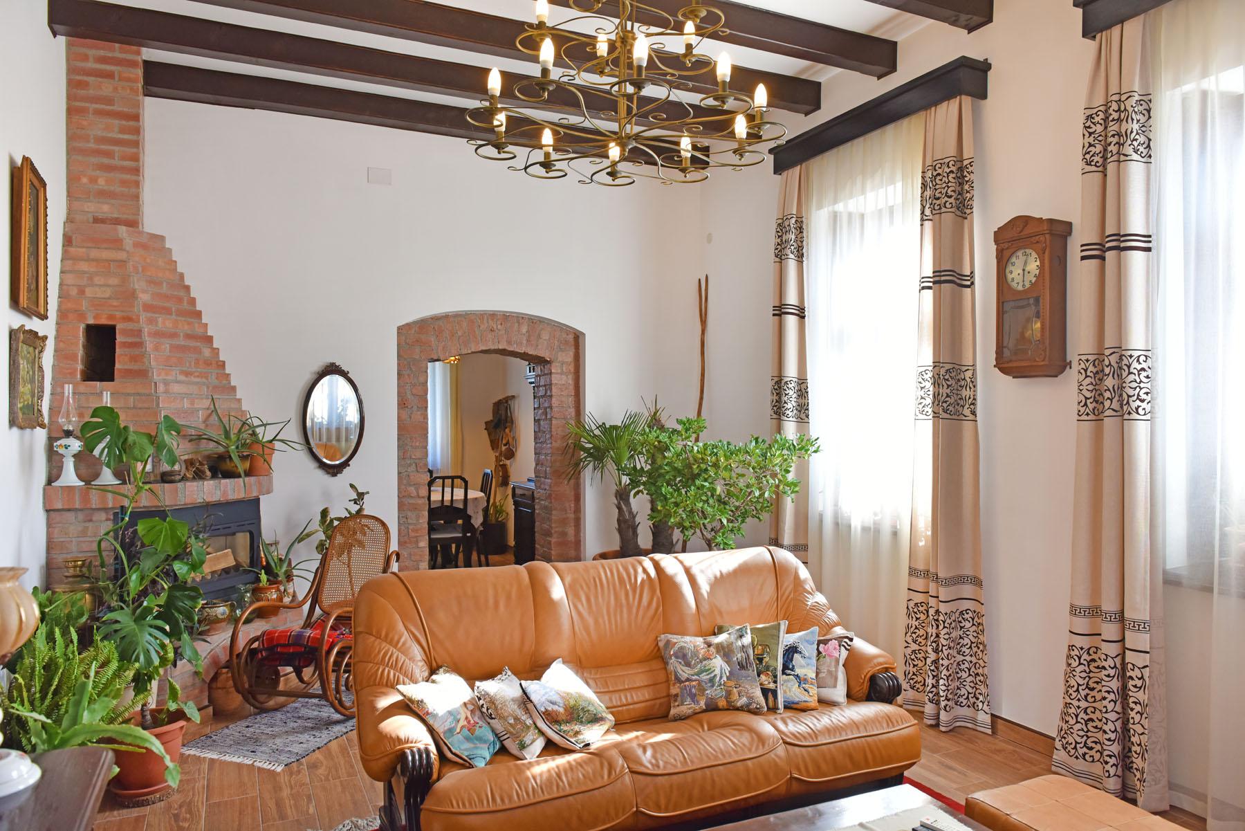 https://ahe-ro.s3.amazonaws.com/8999/conacul-dalles-de-vanzare-artmark-hsitorical-estate-%2812%29.jpg